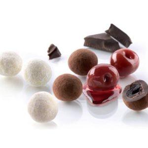 ciliegie-candite-e-ricoperte-di-cioccolato-fondente-spolverato
